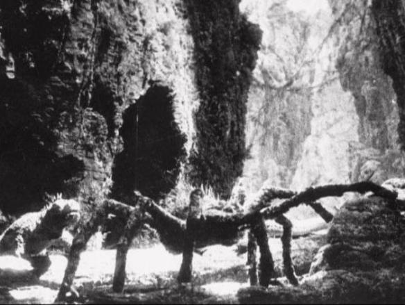 spider pit scene
