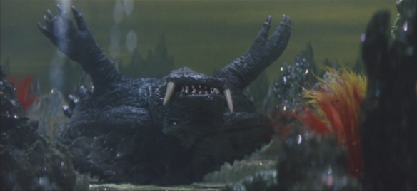 Gamera_-_5_-_vs_Guiron_-_29_-_Gamera_is_underwater.png